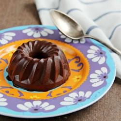 Pudim rico em proteínas de chocolate sem cozedura