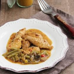 Prato cozinhado Frango com Caril