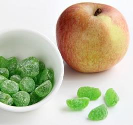 Doces tipo gomas proteinadas de maçã verde
