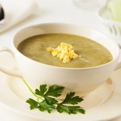 Sopa rica em proteínas de legumes caseira SG