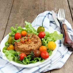 Salade de atum rica em proteínas mediterrânea