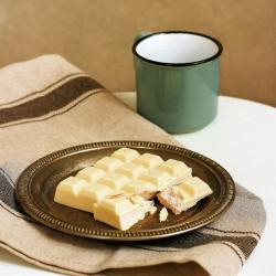 Tablete chocolate branco proteinado recheio morango 90g