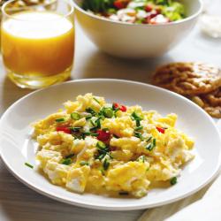 Substituição de refeição de ovo mexido bacon queijo e sem glúten